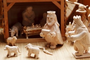 wooden_nativity_scene_200627