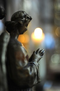 Praying_statue._Church_of_the_Holy_Sepulchre,_Jerusalem_031_-_Aug_2011